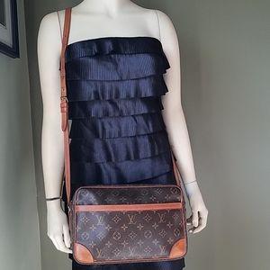 Louis Vuitton Trocadero 30 GM crossbody bag